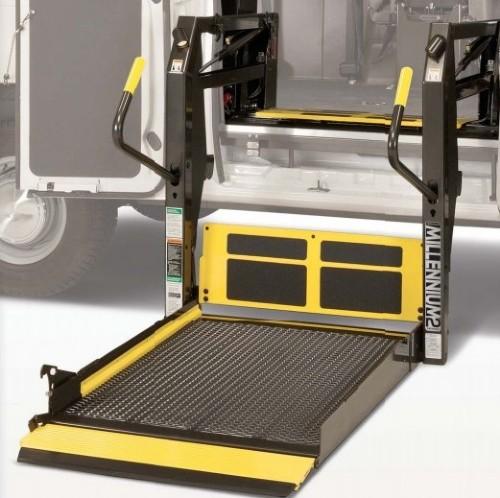 Braun soluci n transporte elevadores para for Plataforma para silla de ruedas